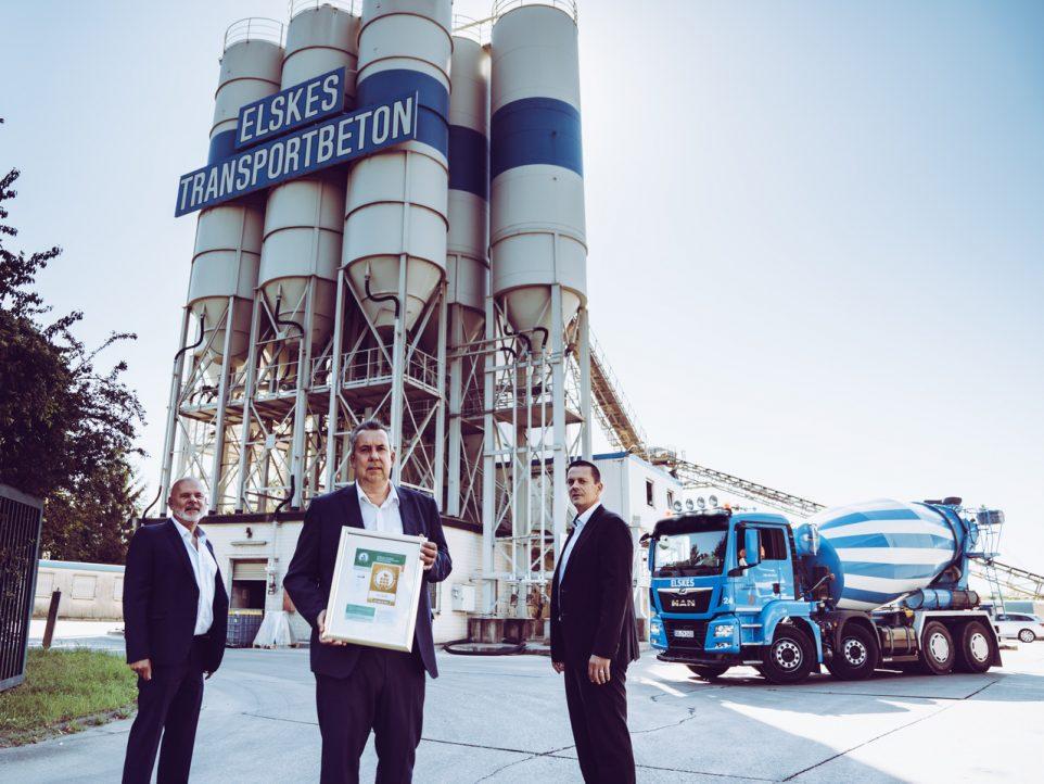 Von links Willi Müller-Gebühr - Elskes Transportbeton GmbH & Co. KG, Ralf Linden - Geschäftsführer Heinrich Elskes GmbH & Co. KG, Guido Hübener - Melius Baustofftechnik GmbH; Foto: ELSKES)